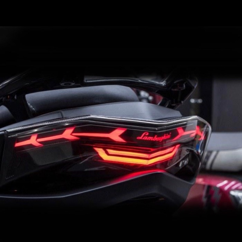 【 King Motor】新勁戰四代 藍寶堅尼尾燈組 小燈可切換七色 非BMW尾燈 導光尾燈 跑馬方向燈 燻黑燈殼 烤漆