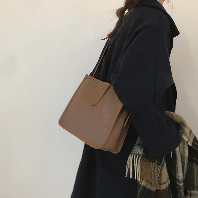 【韓版ins風時尚氣質單肩包斜挎包】大包包女2020新款潮網紅水桶包百搭ins大容量斜挎包單肩包