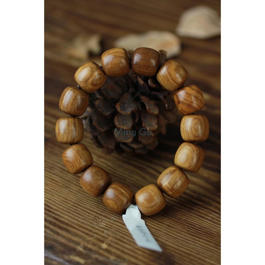 《銘閣》 新山檀香(澳洲檀香)手鍊 飾品尺寸:1.5*15顆 手環材質重硬,光澤度高,佛珠紋理美觀是很好的禮物