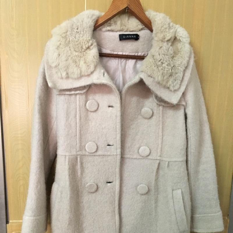 毛呢米色毛領大衣