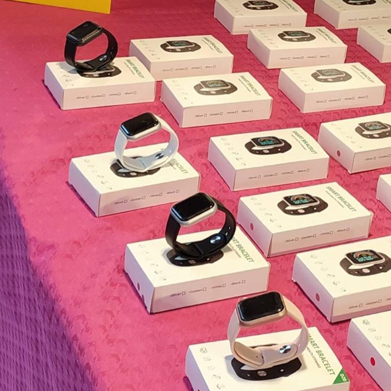 送禮🎁方便 價錢優惠  有個性 跳脫自我 🔥FitPro 藍芽彩屏大錶面智慧手錶