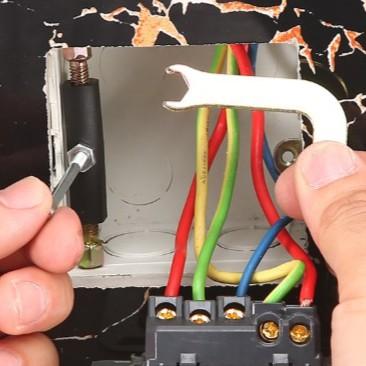 (50-70mm尼龍絕緣) 118型 斷耳固定柱 暗盒修復器 頂天立地柱 開關盒 配線盒 螺絲 開關 插座 配線盒