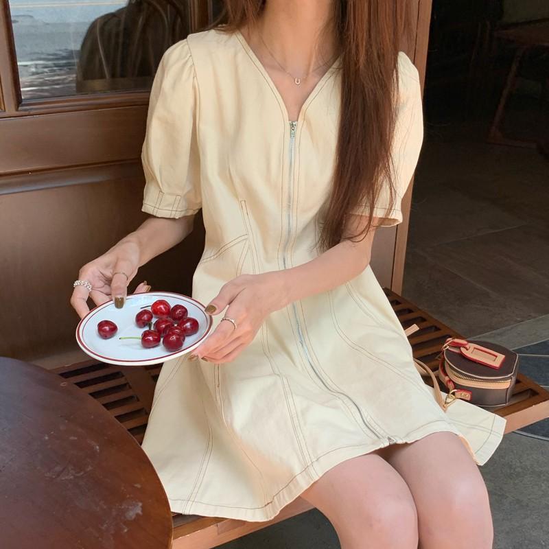短袖洋裝 短版 V領 泡泡袖 短袖 洋裝 連身裙 連身短裙 法式收腰顯瘦V領氣質小裙子矮個子泡泡袖連衣裙