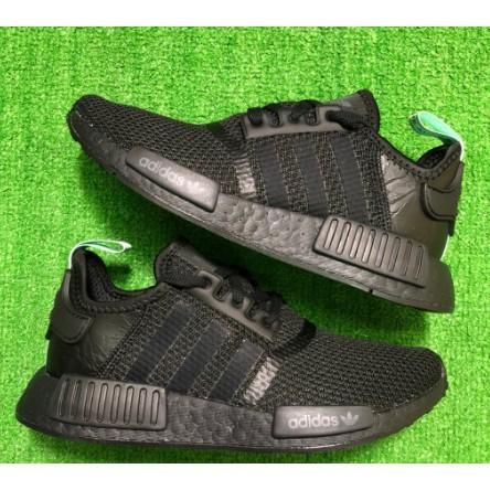 ADIDAS ORIGINALS NMD R1 全黑 綠尾 女生運動跑鞋AQ1102