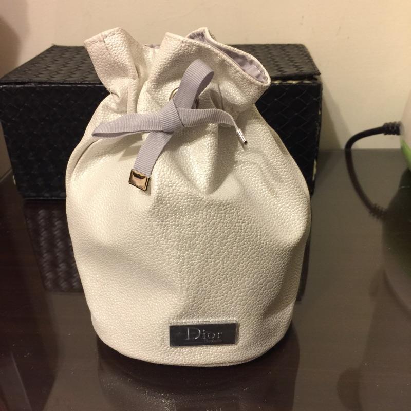 Dior水桶化妝包