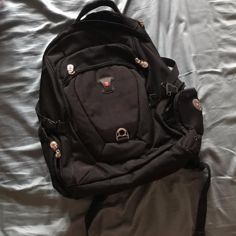 二手Swissgear可放筆電後背包