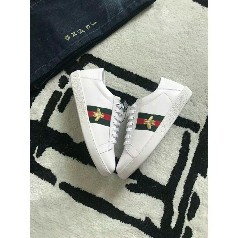 【高品質】Gucci小蜜蜂白鞋 gucc鞋子 一腳蹬 休閒鞋 慢跑鞋Gucci古馳蜜蜂小白鞋 藝員同款紅綠尾現貨