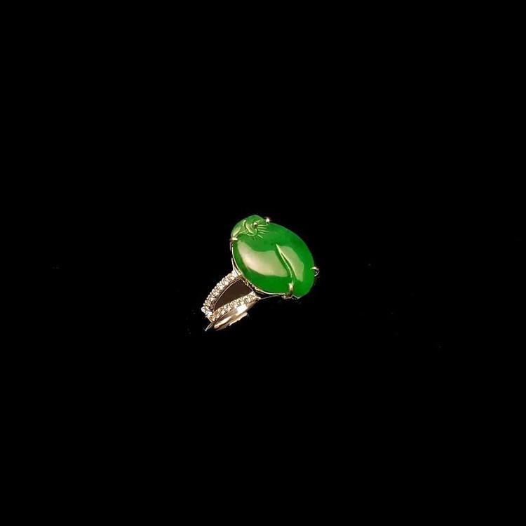 緬甸天然綠翡翠桃戒指