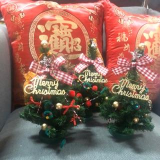 小型聖誕樹三個一起賣$200單 高度約23公分 一個$80 有附手提袋 新北市