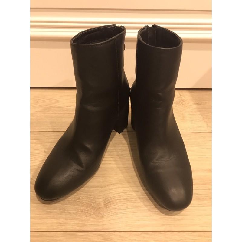 黑色皮革拉鍊短靴-37號