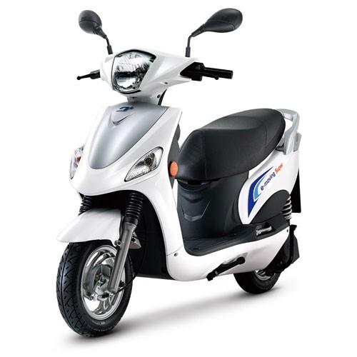 e-moving EM100     九成新商品  電池升級強化  包含附贈全新大鎖  過戶費 一年強制險