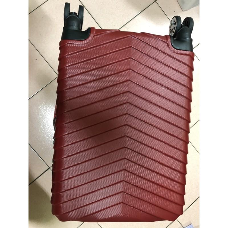 耐裝超實用時尚20吋過年款REBACCA 行李箱超便宜搶起來限量紅