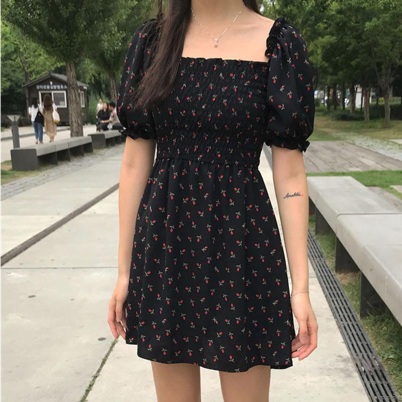 桔梗裙法式黑色方領泡泡袖雪紡碎花連衣裙女氣質款短袖洋裝 設計感小眾露鎖骨a字裙中長裙